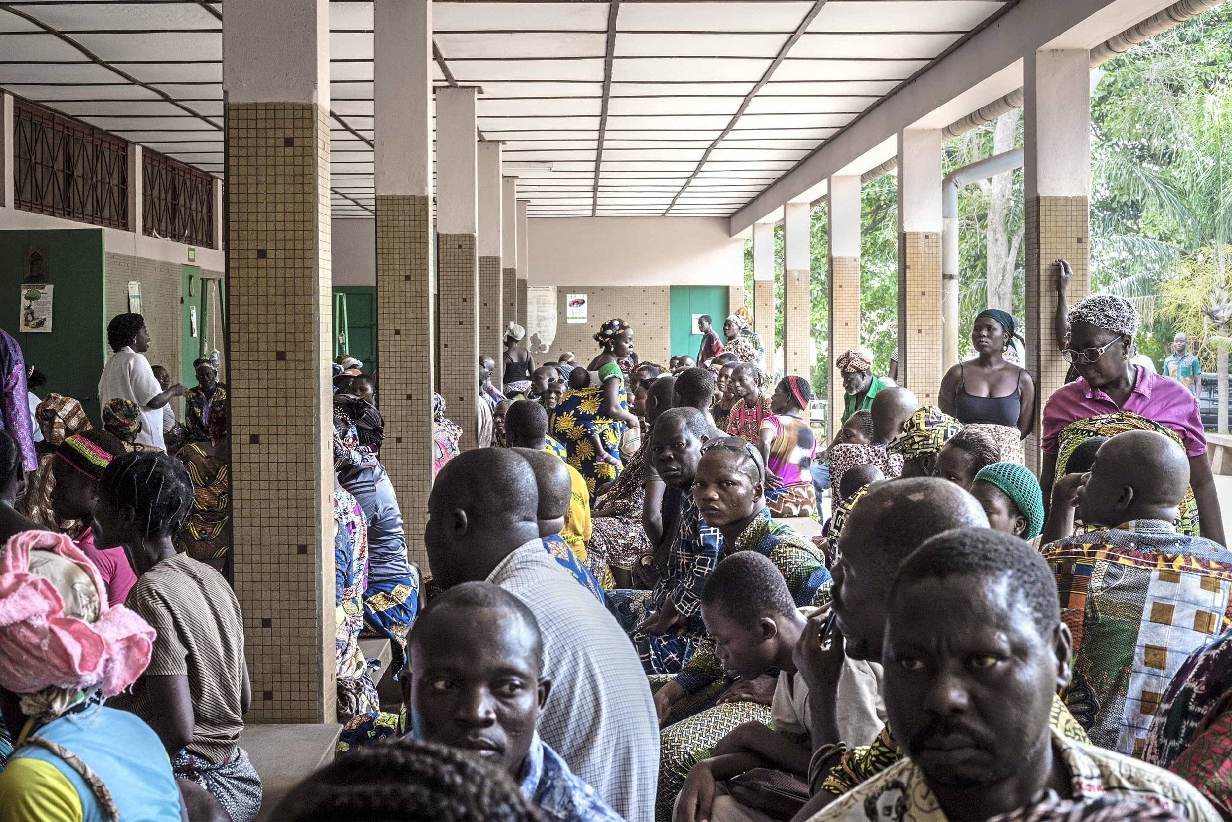 People with the most diverse pathologies wait for consultations with the medical personnel at the multifunctional unit in Gbemontin.