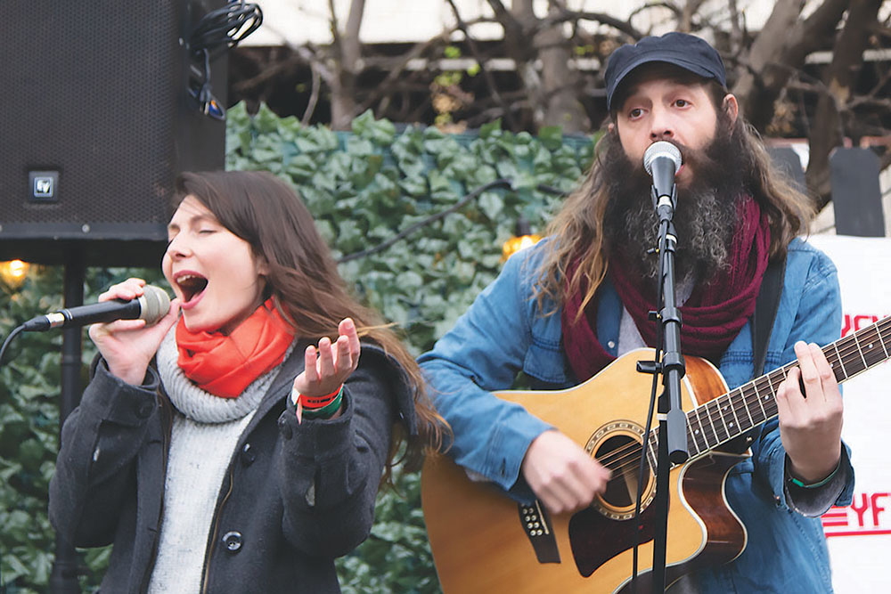 Jenia Vasilenko and Yoav Or of JonZ perform at Empire Shabbat March 15. Credit: Wendy Goodman