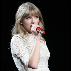 taylor-swift-drive-by-train-red-tour-video-04.JPG