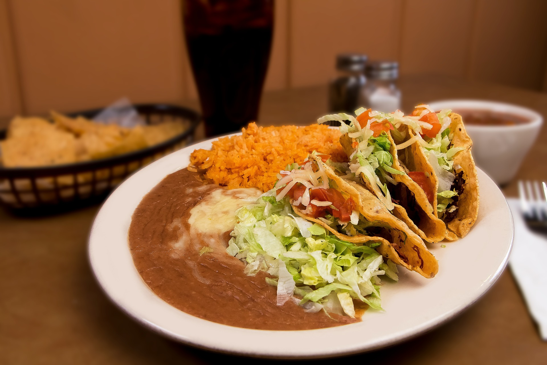 tacos-2128212_1920.jpg