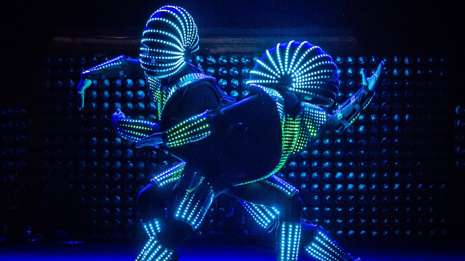 Act+of+Emotion+Led+robot+Duo.jpg-+Julia+Reinhart.jpg