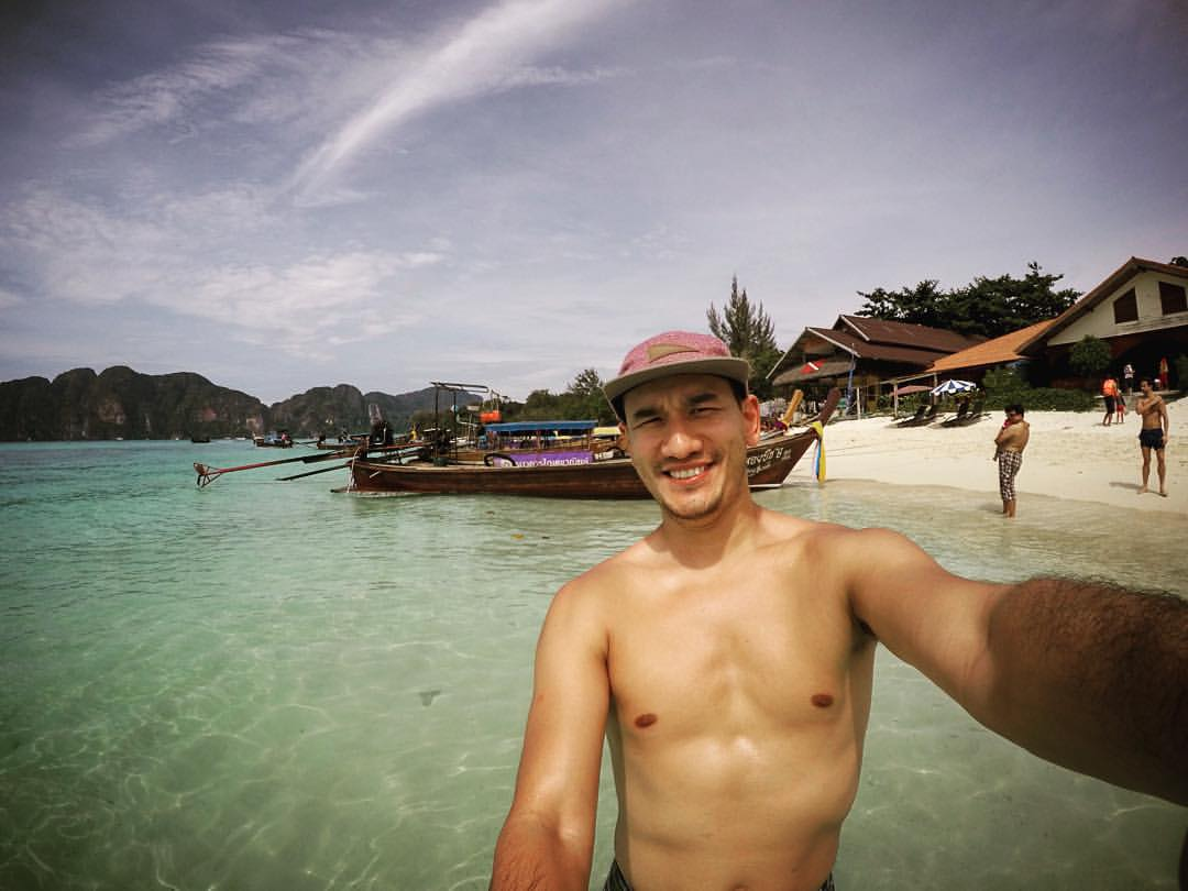 I could get use to this! #whitesands #bluewater #phiphi #thailand  (at Phi Phi Islands)