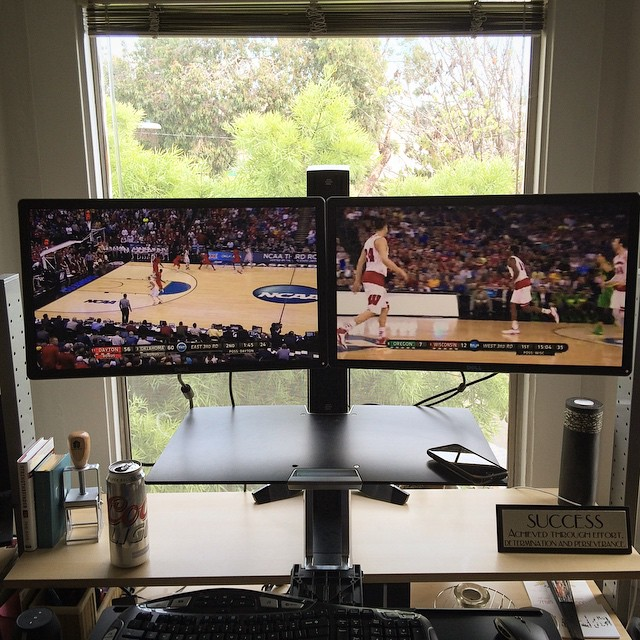 How's your Sunday? Mine is dope 🍻🏀💻 #marchmadness