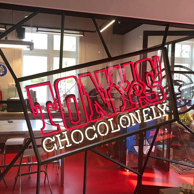 Vandaag een meeting met de Head of People & Culture van Tony Chocolonely. Een van de bedrijven waar we in 2019 dolgraag mee willen werken. En niet alleen vanwege hun melkchocolade/zeezout 🍫. We helpen graag teams en bedrijven die snappen dat cultuur essentieel is in het volbrengen van hun missie. Voor Tony's is dat 100% slaafvrije chocolade 😃🙏🏼