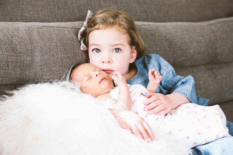 newborn family pictures 2018 (c)evelyneslavaphotography8016713080 (12).jpg