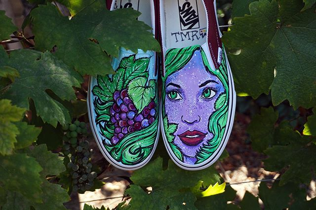 Who loves wine as much as I do? 🍷♥️💜 for all the wine goddesses out there- these are for you! Custom kicks by me, #taylorreeve •• TaylorReeve.com •• #winecrush #wino #cheers #vino
