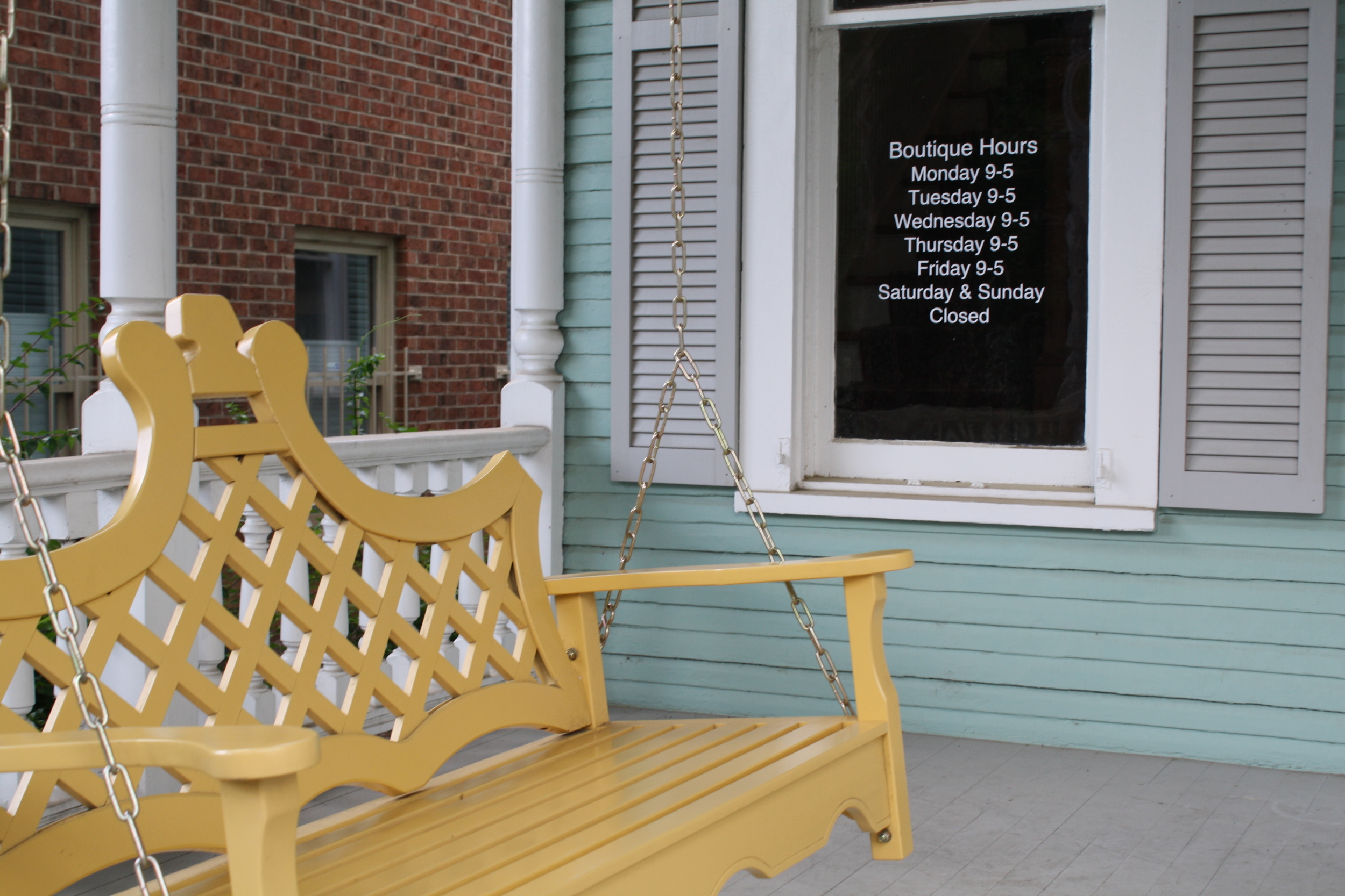 Is this the cutest porch swing you've ever seen???