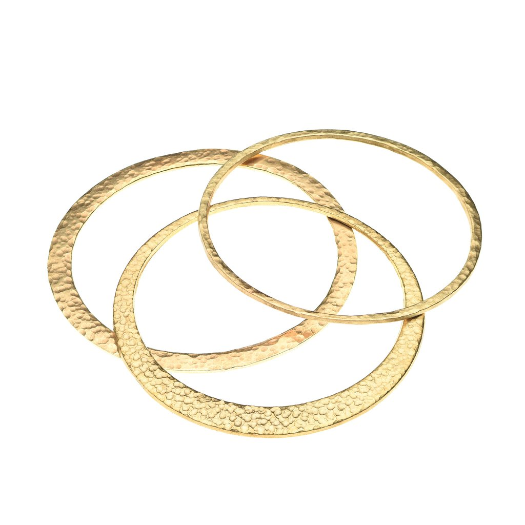 This delicate bangle stack of three makes a great statement! And it benefits Fashion & Compassion projects in Central America. #winwin Gold Bangle Stack $48