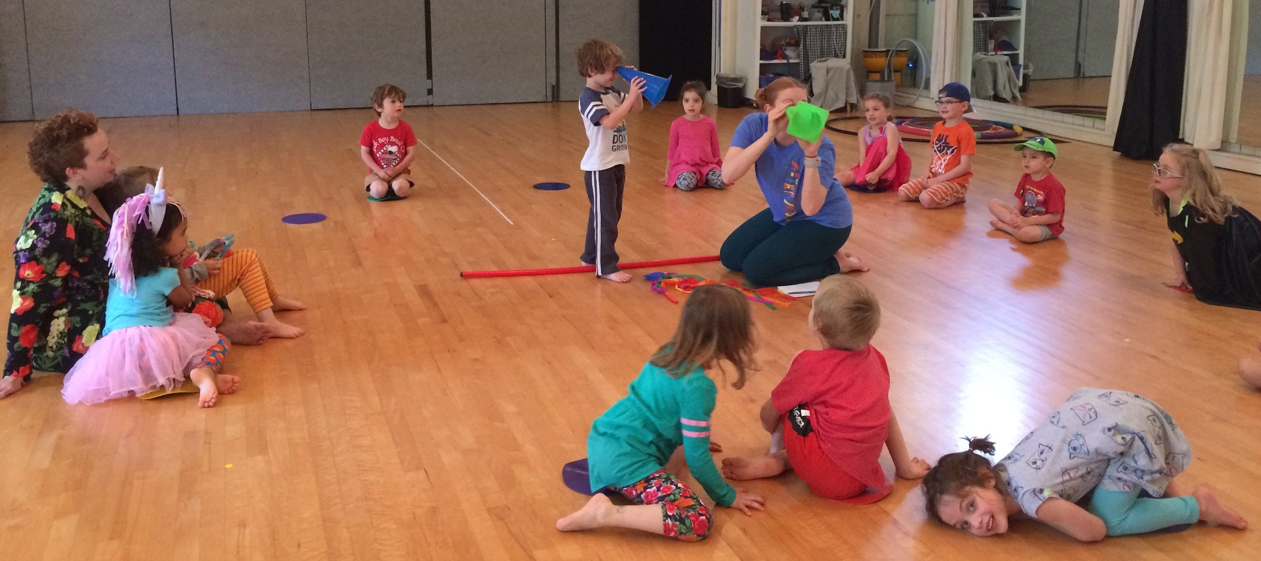 KATIE INSTRUCTING OUR MULTI-ARTS MORNINGS CLASS FOR CHILDREN AGES 3-5. IN THE VIDEO BELOW, SHE LEADS THEM IN A FUN MOVEMENT EXERCISE.