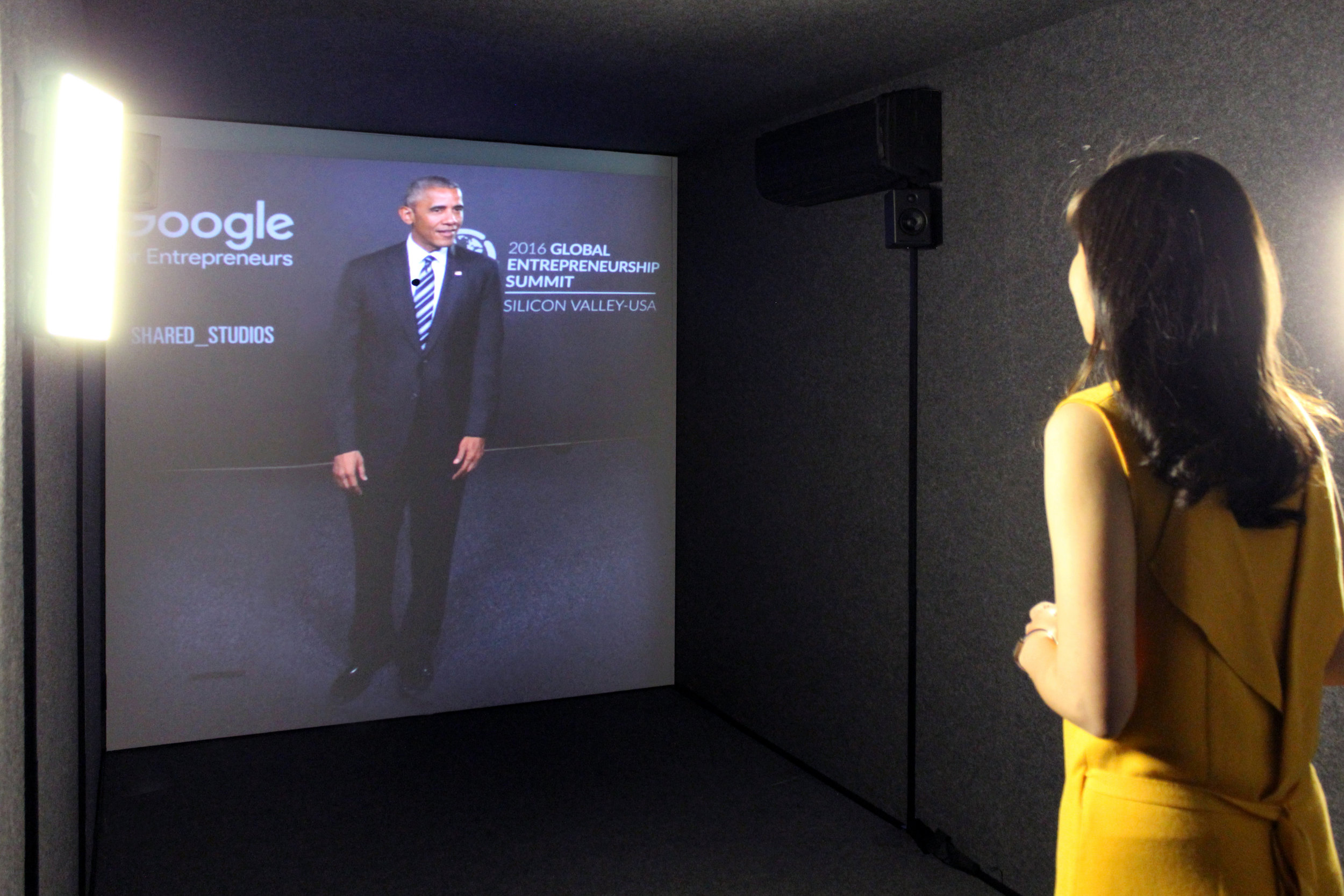Entrepreneur in the Seoul Portal sharing her ideas with President Barack Obama at Portal Screen in Palo Alto