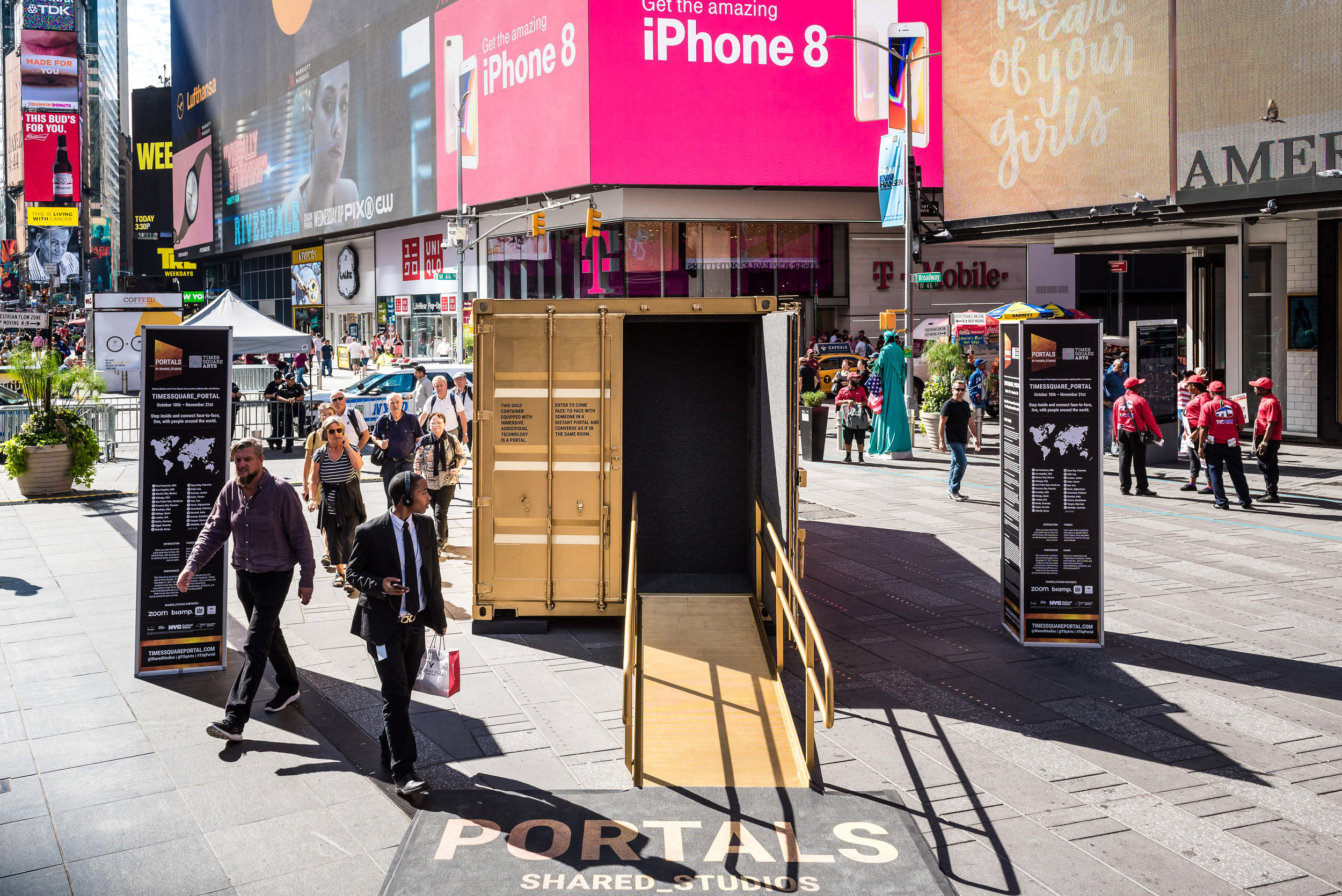 The exterior of the Portal in Times Square.  ©Ian Douglas |  Download JPEG (7.7mb)