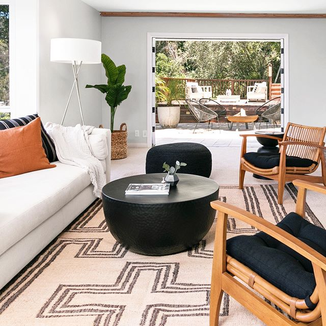 never mind the styling, check out the views from this Silverlake abode... would not mind weekending in this special spot at 3515 Landa, presented by @bryantreichling ❤️ #nichehomestyling #homestaging #interiordesign #silverlake #losangeles #losangelesrealestate