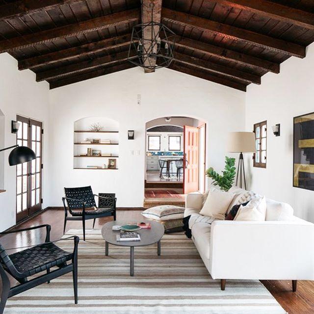 stunning Spanish, Eagle Rock hillside 🦅 photos by @virtuallyherestudios #nichehomestyling #homestaging #homestyling #interiordesign #losangeles #losangelesrealestate #eaglerock