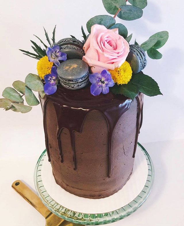 Happy 3rd birthday to us 🎉🎉🎉 Cake and photo: @bakehouse_