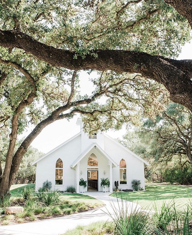 Ok is this not the cutest little wedding church ever?! My new bride Amy just showed me where she's getting married and let's just say I might buy a plane ticket to Texas and crash this one 😉