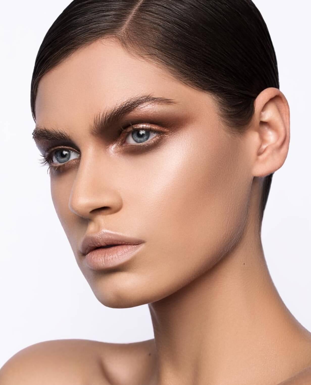 Fashion and Beauty Makeup Regina