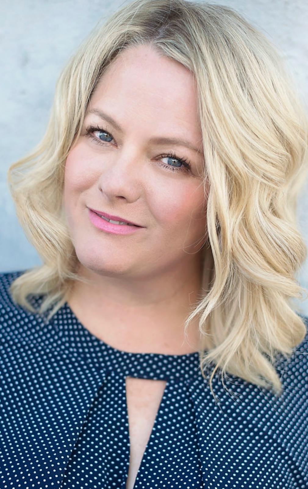 About Sara at Sara Lindsay | The Makeup Store