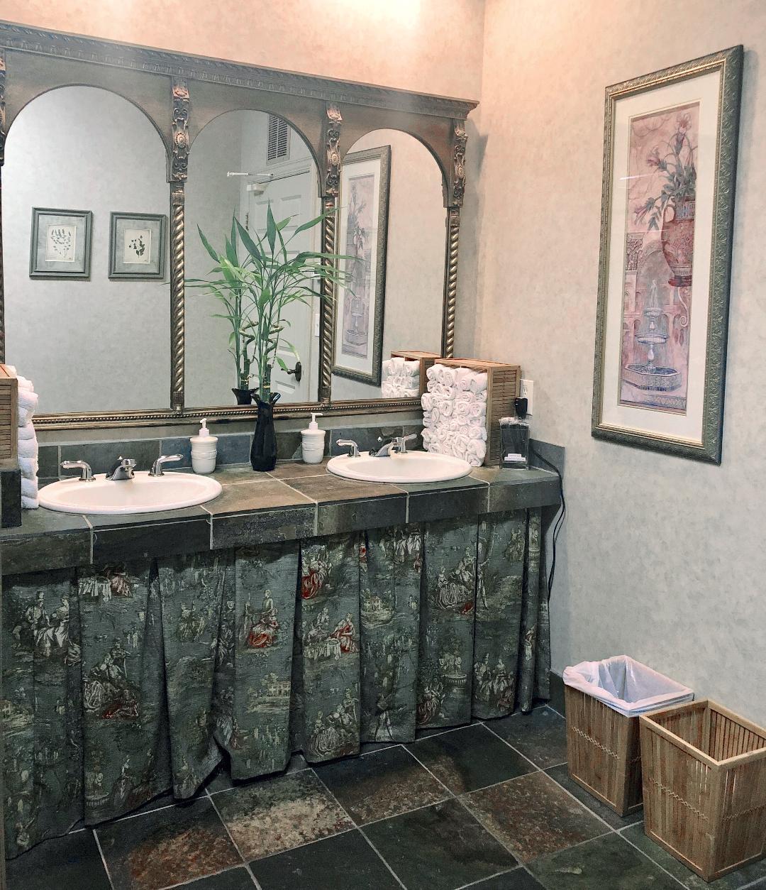 Women's Restroom.jpg