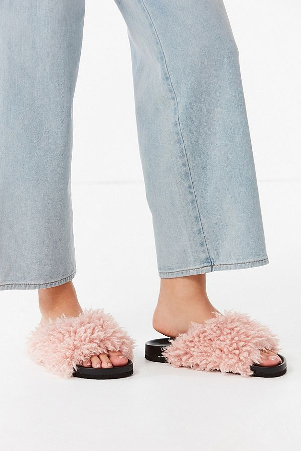 If you remember I wrote in my blog post back in December about 2018 fashion trends. These shoes were a trend I honestly wasn't sure if I could get behind. But I have fallen in love. Now I want them. And I want to wear them to work everyday! Find them  here.