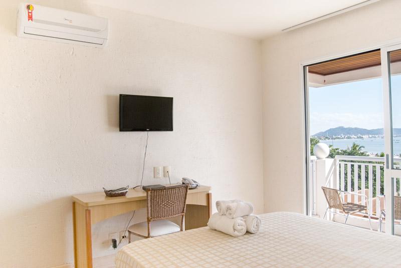 Hotel-Torres-da-Cachoeira-Florianopolis-por-Bruno-Sampaio-master-e-frente-mar-thumb.jpg