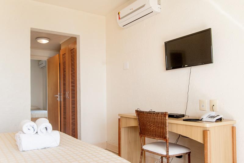 Hotel-Torres-da-Cachoeira-Florianopolis-por-Bruno-Sampaio-master-e-frente-mar-1-thumb.jpg