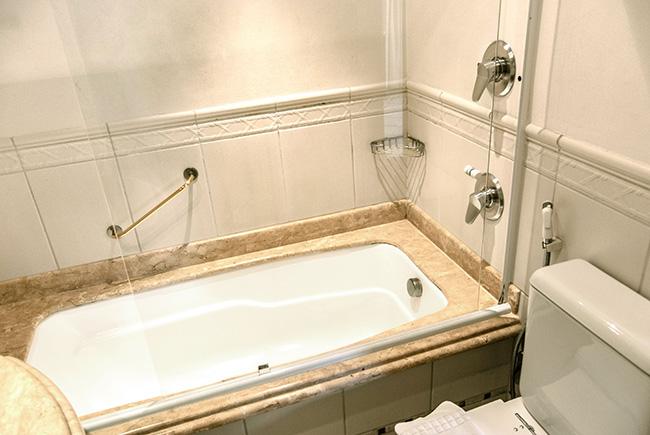 Hotel-Torres-da-Cachoeira-Florianopolis-por-Bruno-Sampaio-luxo-especial-banheiro-2.jpg