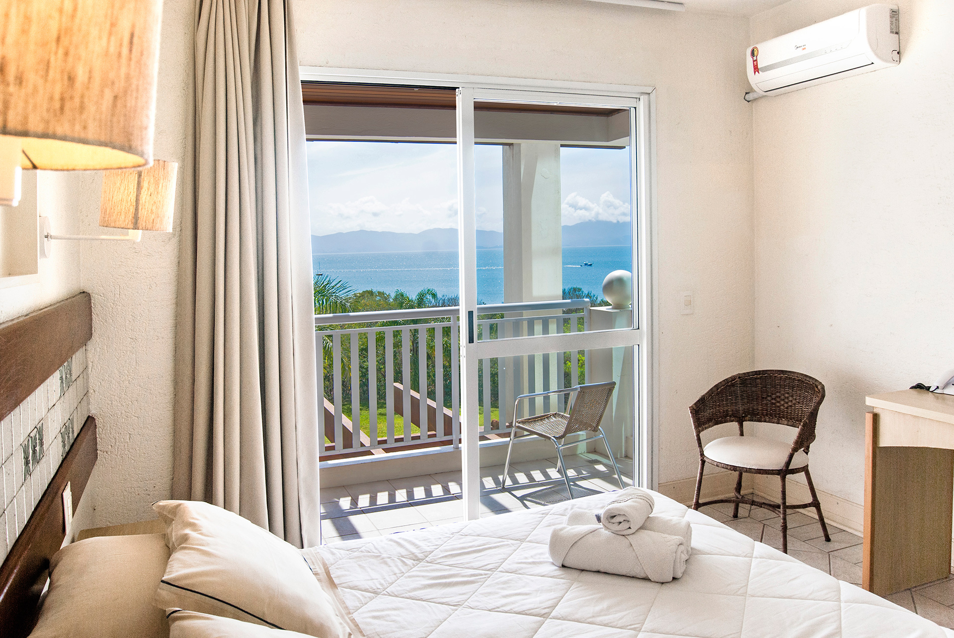 Hotel-Torres-da-Cachoeira-Florianopolis-por-Bruno-Sampaio-frente-mar-1.jpg