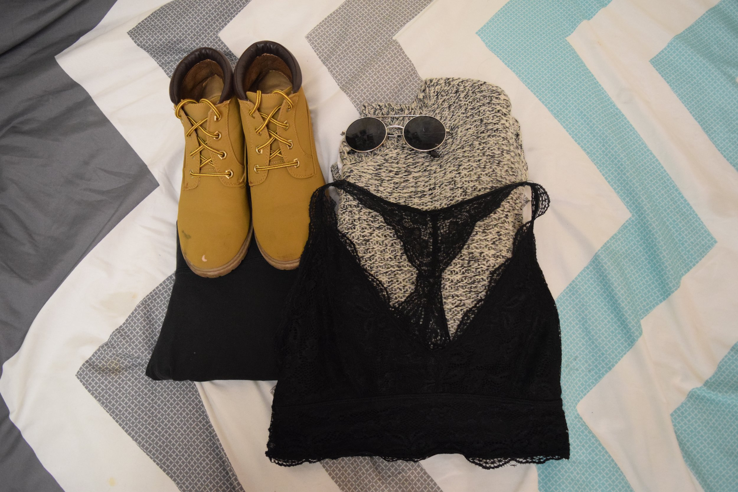 Sweater (no longer being sold at  Tilly's ).  Leggings  (similar). Boots (no longer being sold at  Primark ).  Bralette .  Sunglasses  (similar).