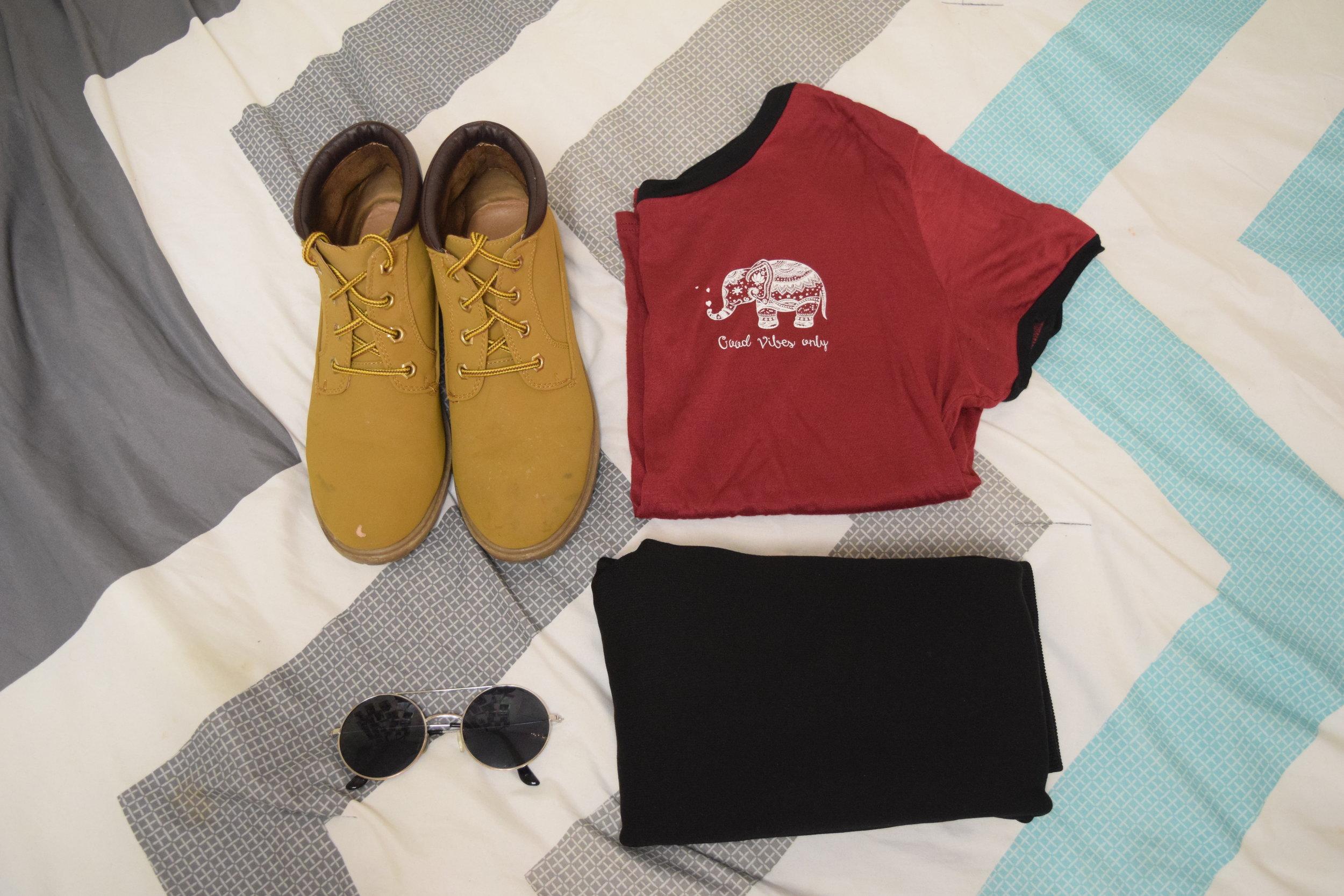 Boots (no longer being sold at  Primark ).  Leggings .  Shirt .  Sunglasses  (similar).