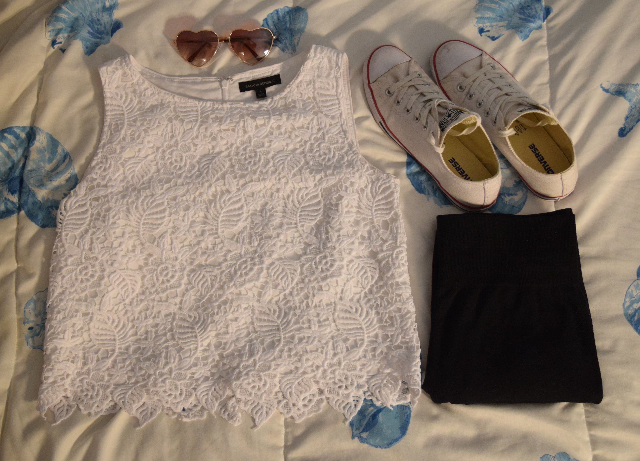 tank (i don't know i'm sorry!).  leggings .  sneakers .  sunglasses .