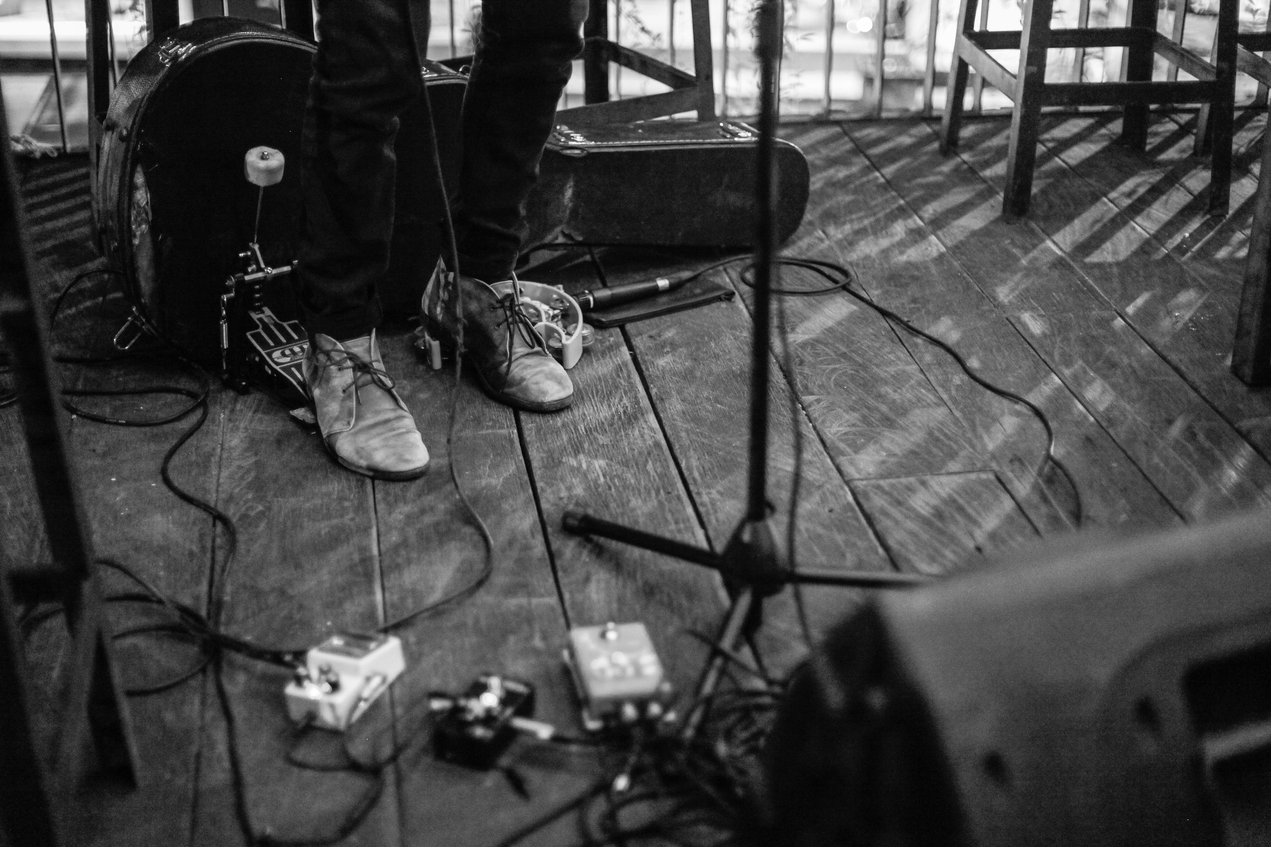 andysixstring kick tambourine live