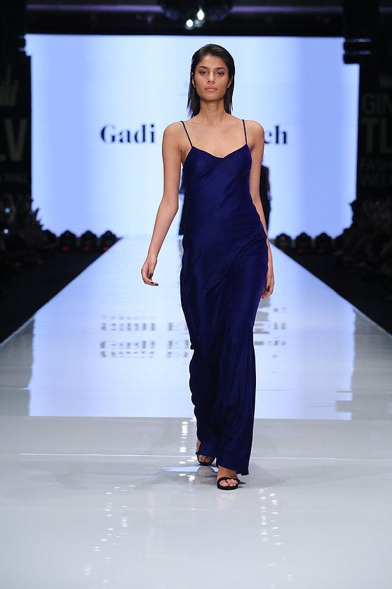 מתוך תצוגת האופנה של גדי אלימלך בשבוע האופנה גינדי TLV (צילום: אבי ולדמן)