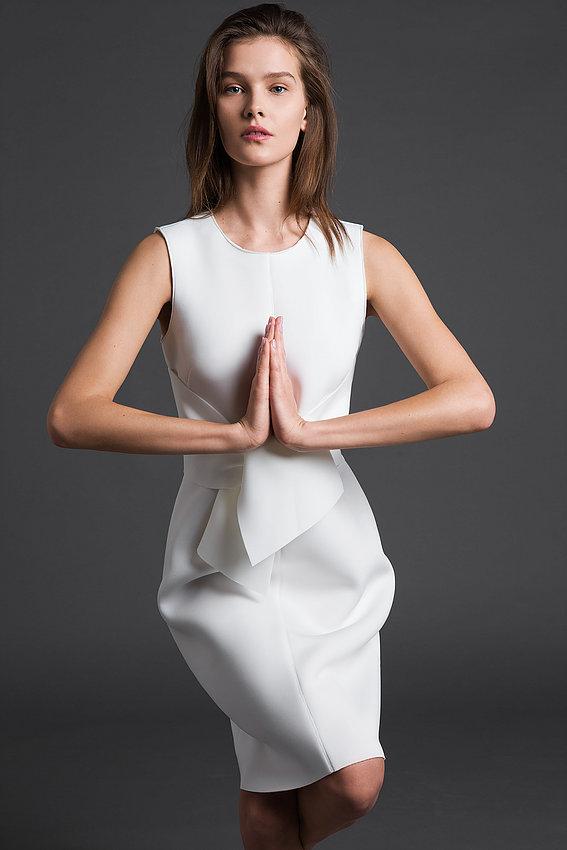 """שמלה מפוסלת דגם """"חושן"""" 1,490 ש""""ח, מאיה נגרי (צילום יריב פיין וגיא כושי)"""