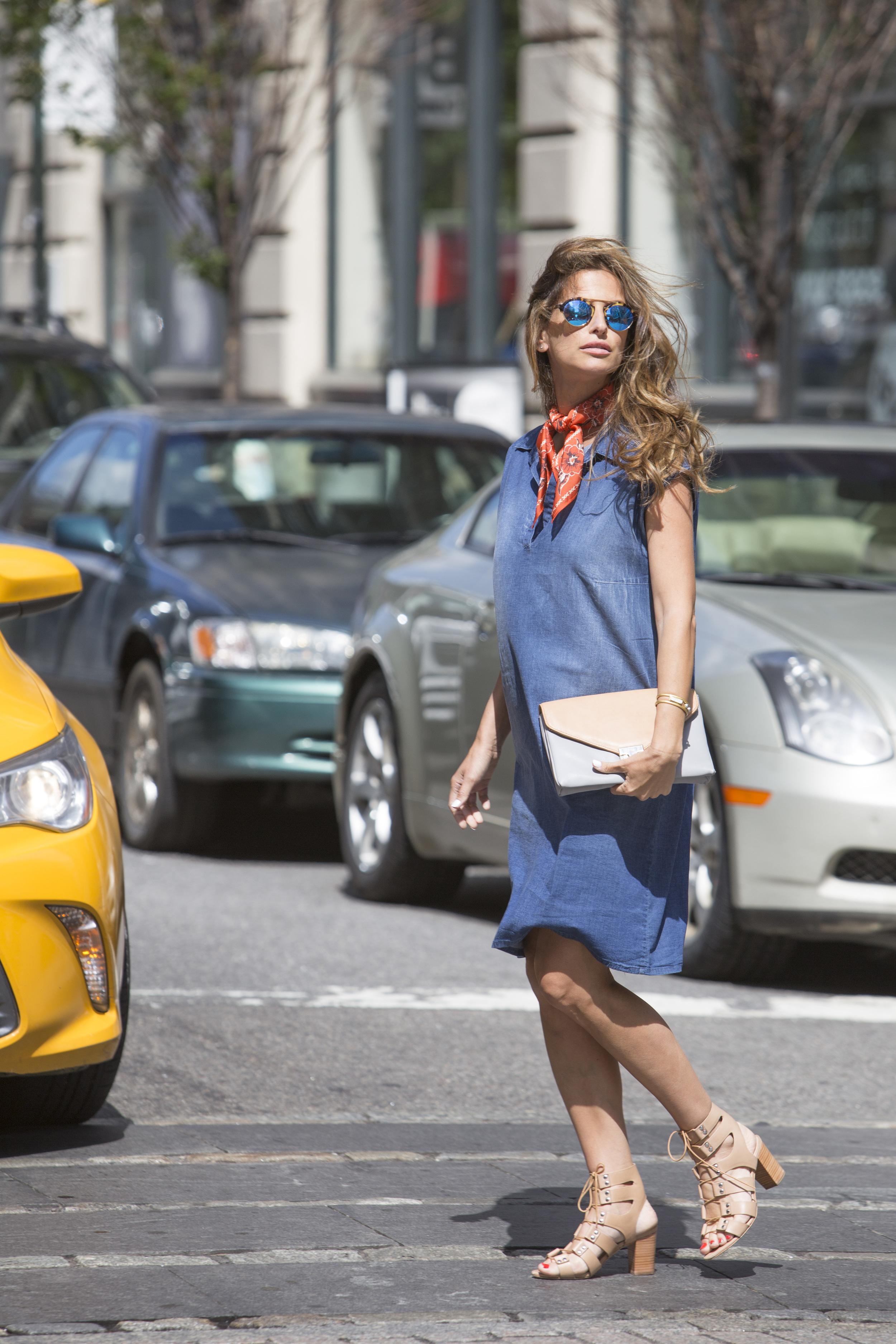 """שמלת ג'ינס """"אבישג ארבל"""". צילום Matan Tzinamon"""