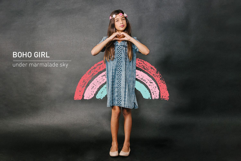 מיה בשמלת ג'ינס רקומה-    אמריקן איגל קידס    נעלים וכתרפרחים: פפאיה ( צילום: מרק סגל ל- imahotmag.com)
