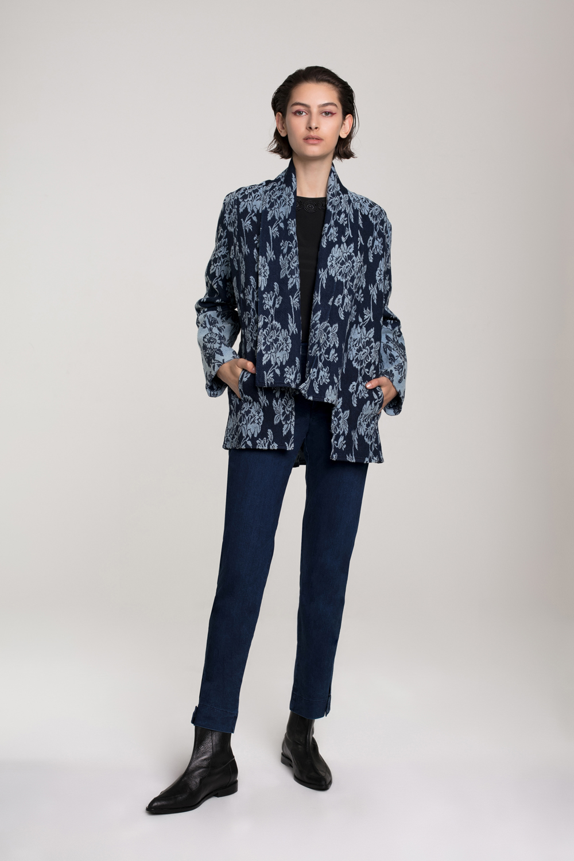 דורין פרנקפורט סתיו חורף 18 מחיר ג'קט 636 ש״ח,מכנסי ג'ינס 490 ש״ח (צילום אסף עיני)