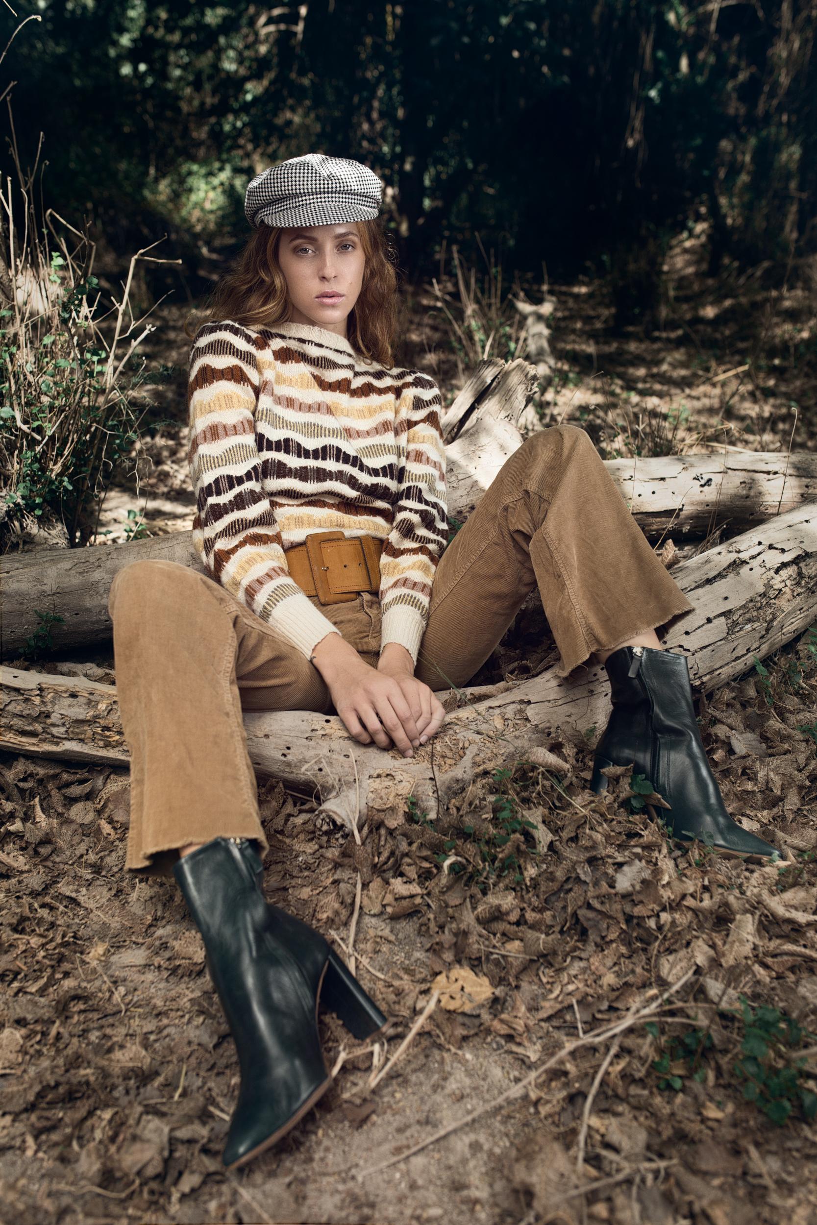 מכנסיים, נעליים וכובע: זארה, סוודר וחגורה: אוסף פרטי