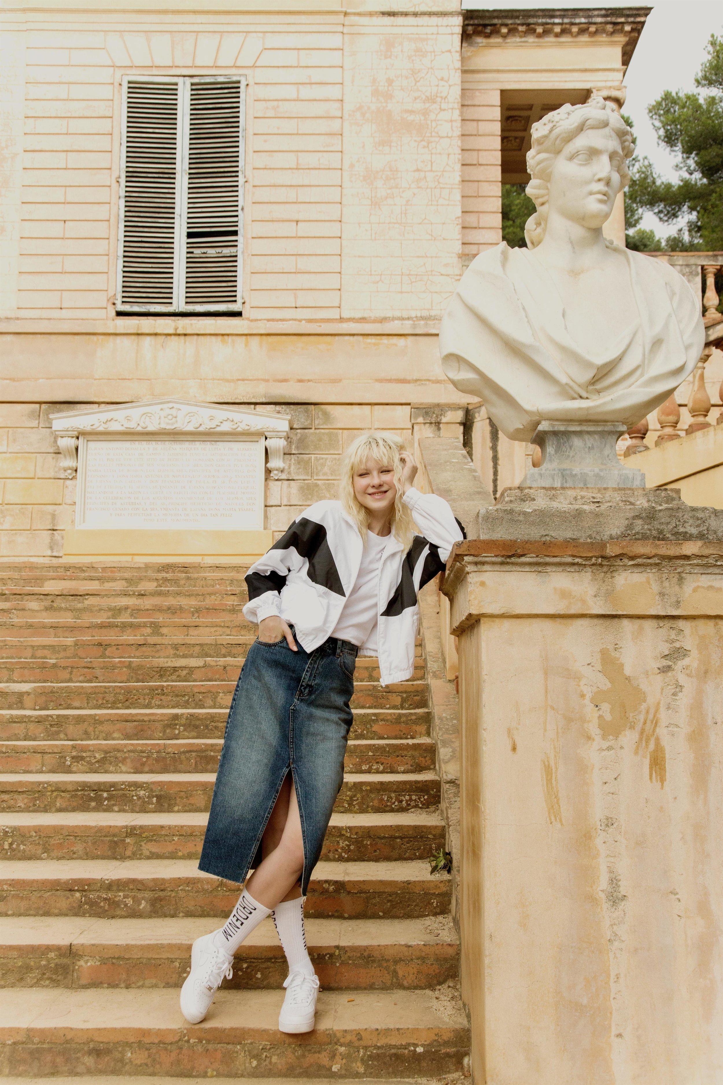 חצאית גינס של המותג Dr Denim 380 שקל צילום דר דנים.jpg