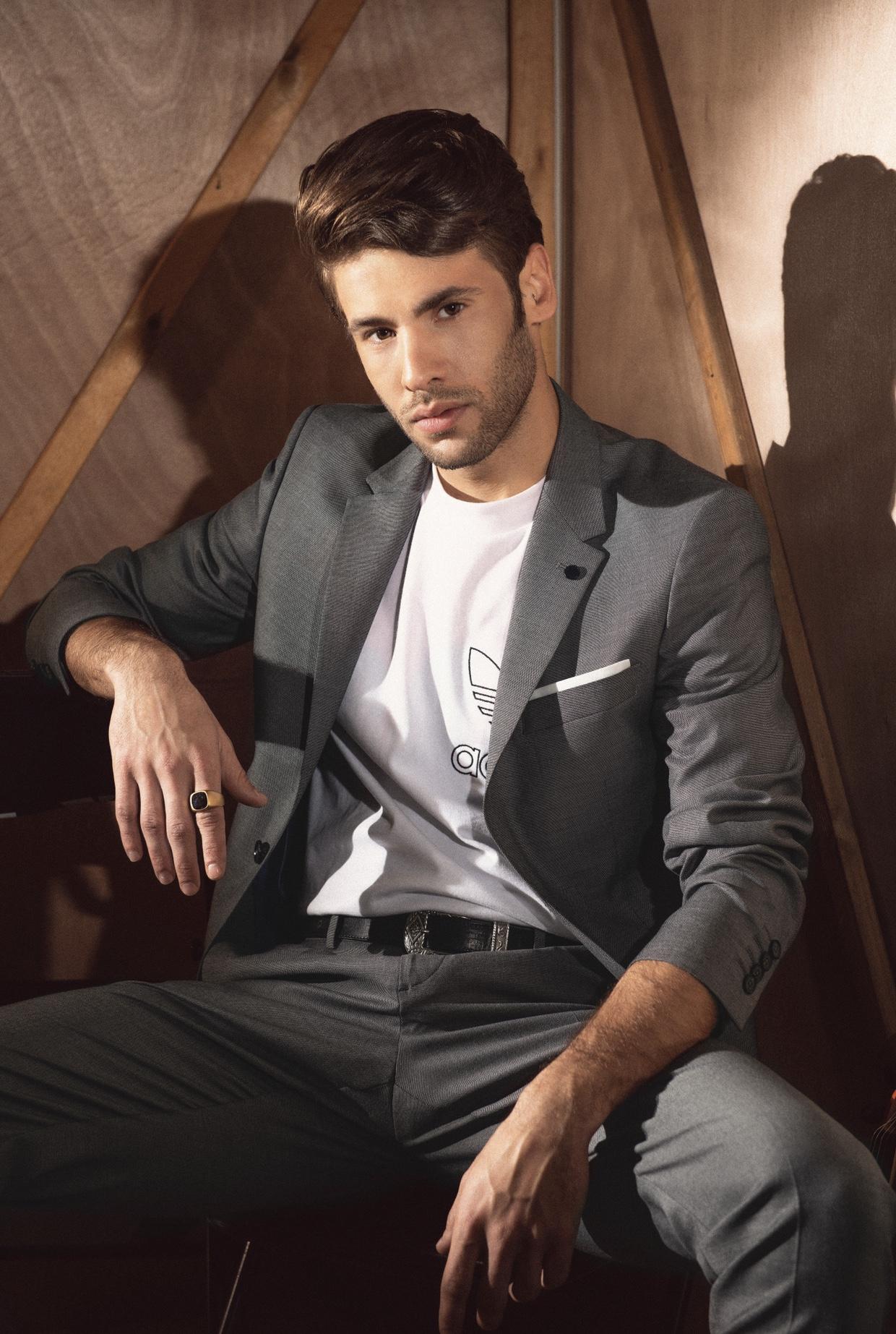 חליפה - Zara, טי שרט - Adidas, מגפיים - Pull and bear, חגורה - H&M, תכשיטים - AIN KER