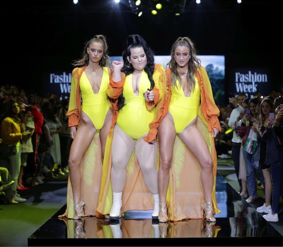 פעמיים נטע. נועה בני, נטע בריזילי ונטע אלחמיסטר בתצוגה של ׳בננהוט׳ בשבוע האופנה תל אביב (צילום: אבי ולדמן)