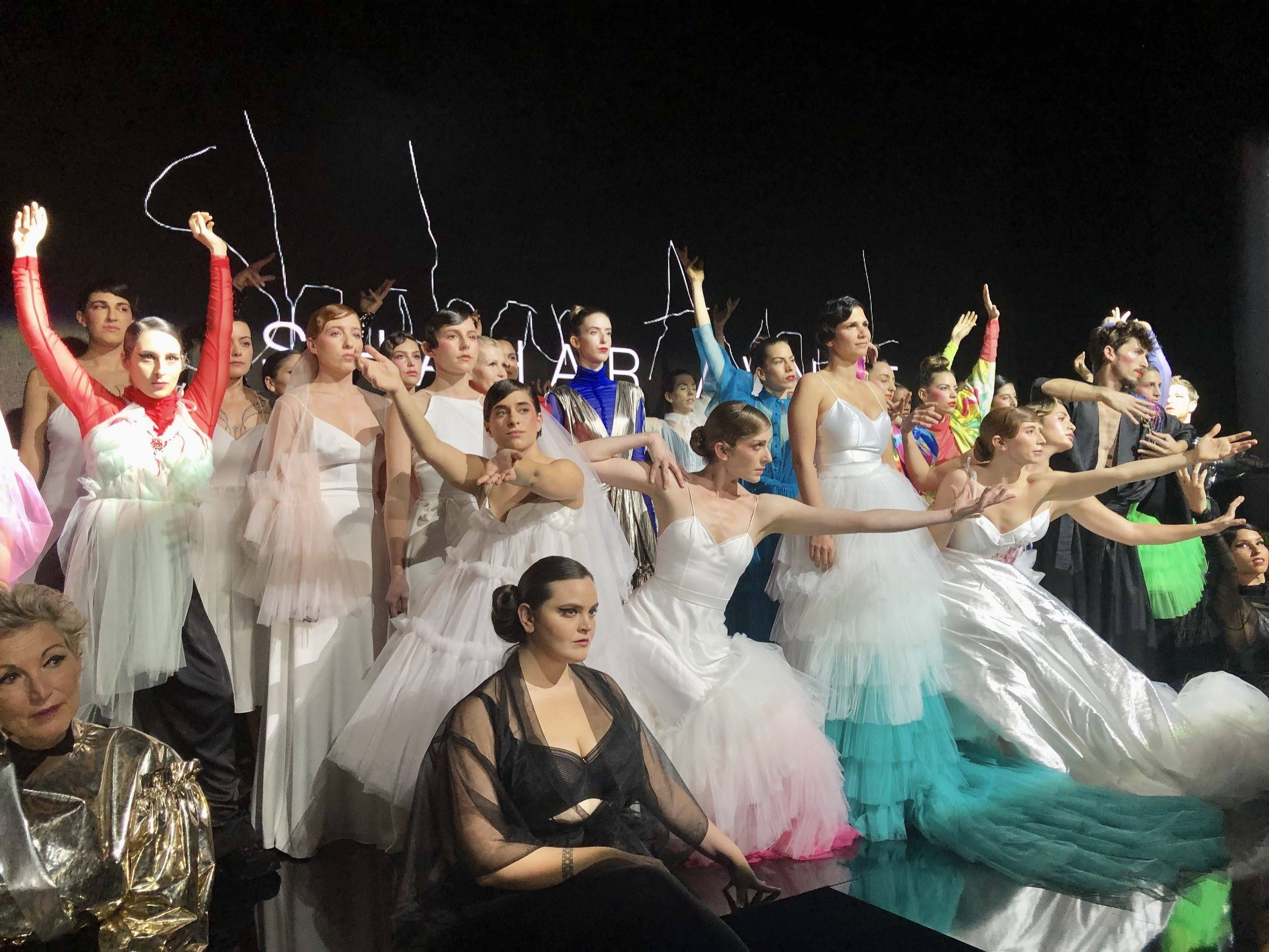 כשתצוגה פוגשת פרזנטציה פוגשת מופע מחול. שחר אבנט, שבוע האופנה תל אביב (צילומים: שירי ויצנר)