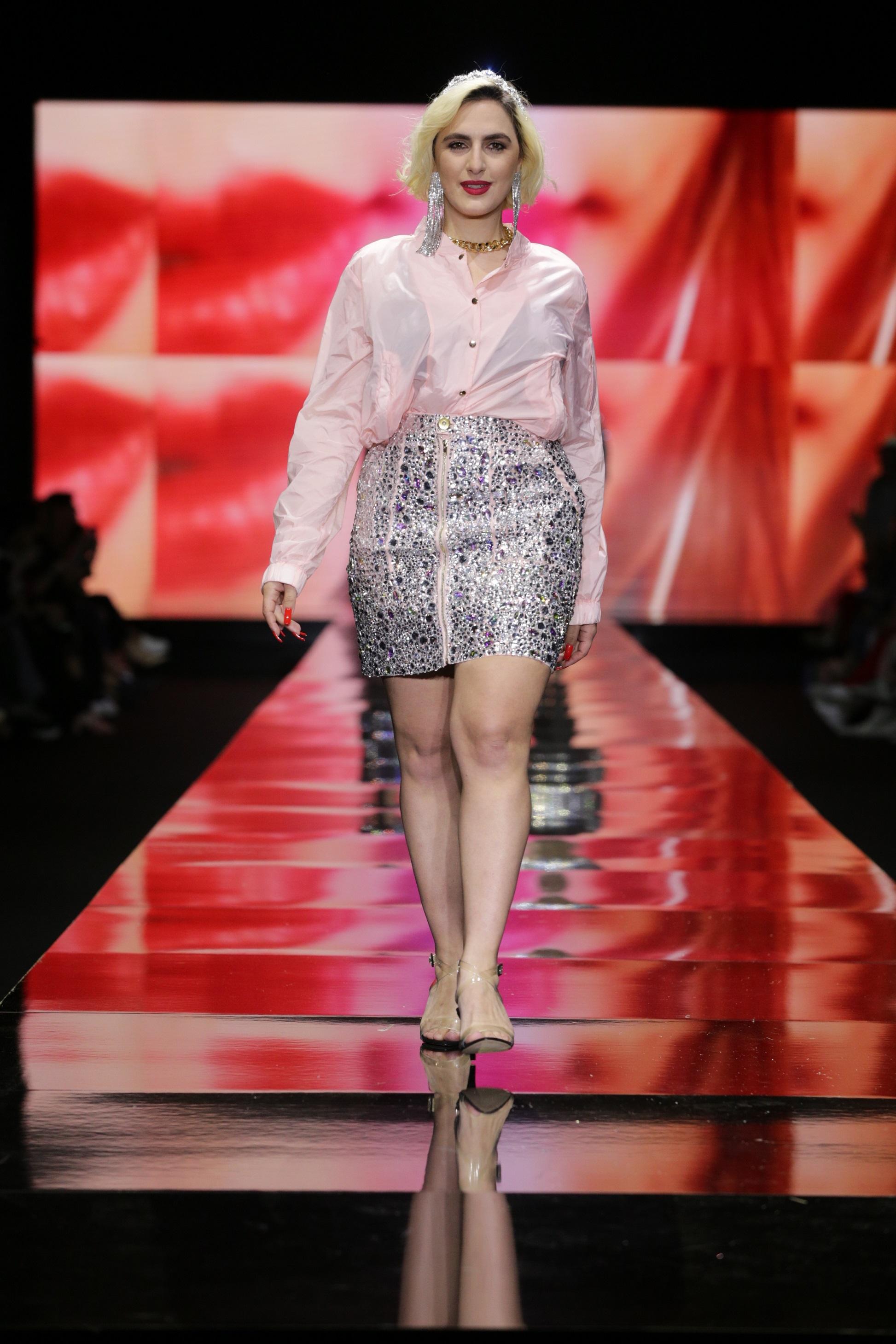 ריי שגב בתצוגת האופנה של retmema, שבוע האופנה תל אביב (צילום: אבי ולדמן)