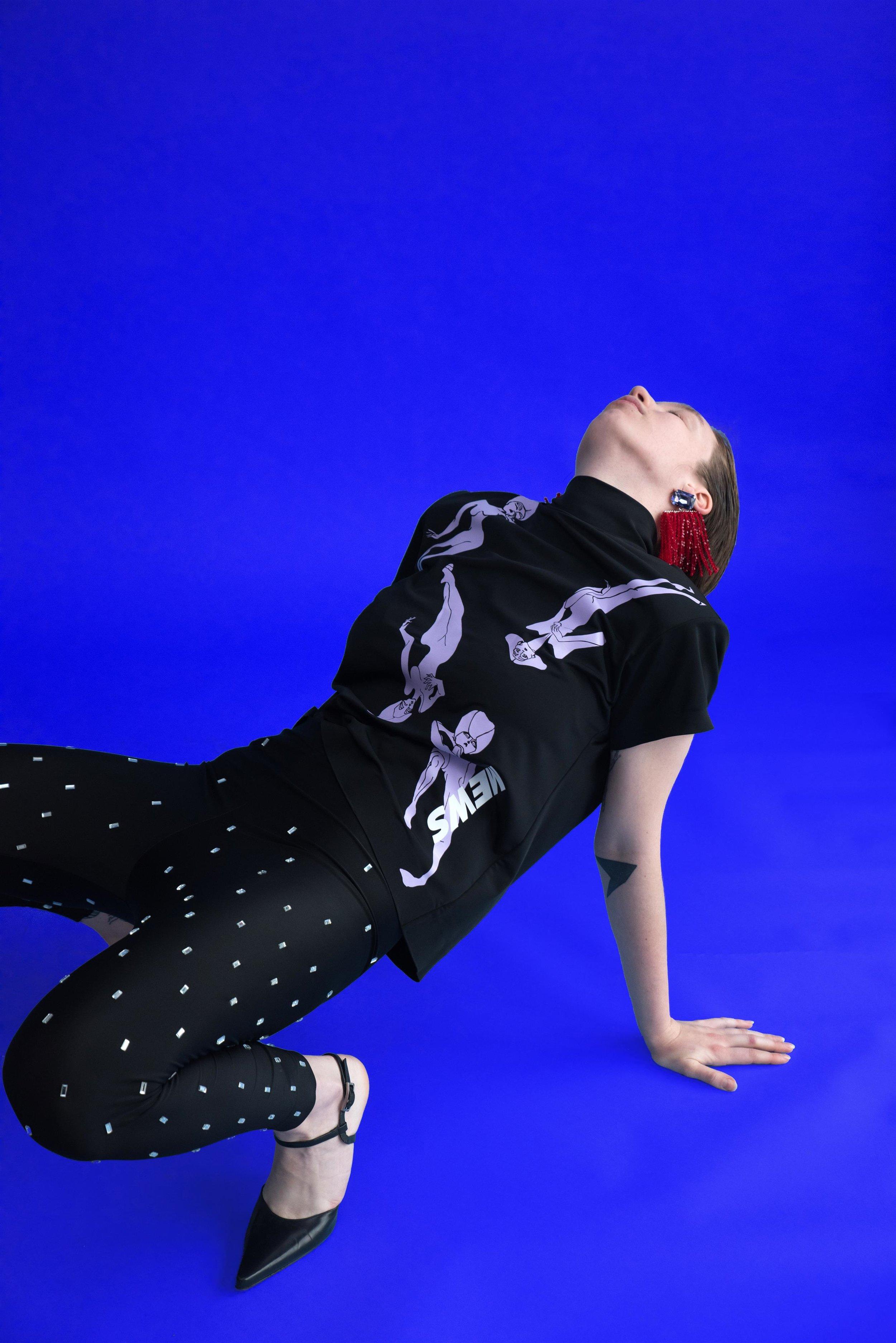 ׳אופנה איטית׳ של המעצבת גל שנפלד למותג Mews : ייצור פרטני, אג׳נדה המתנגדת לייצור המוני, תפירה פרטנית וסדרות מצומצמות (צילום: גיא נחום לוי)