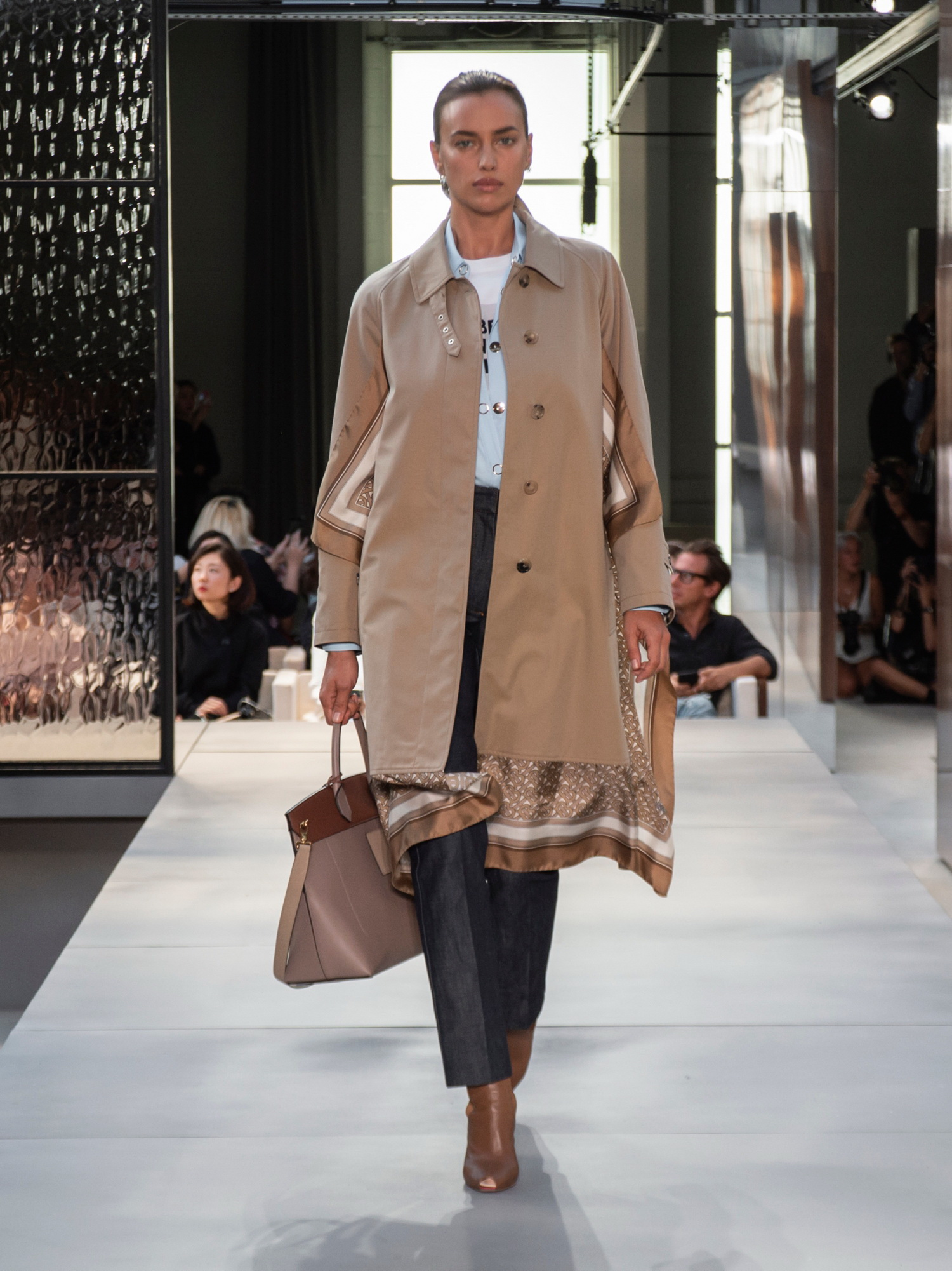 מוביל קיימות בעולם האופנה: בית האופנה הבריטי ברברי, לפקטורי 54 (צילום: יח״צ)
