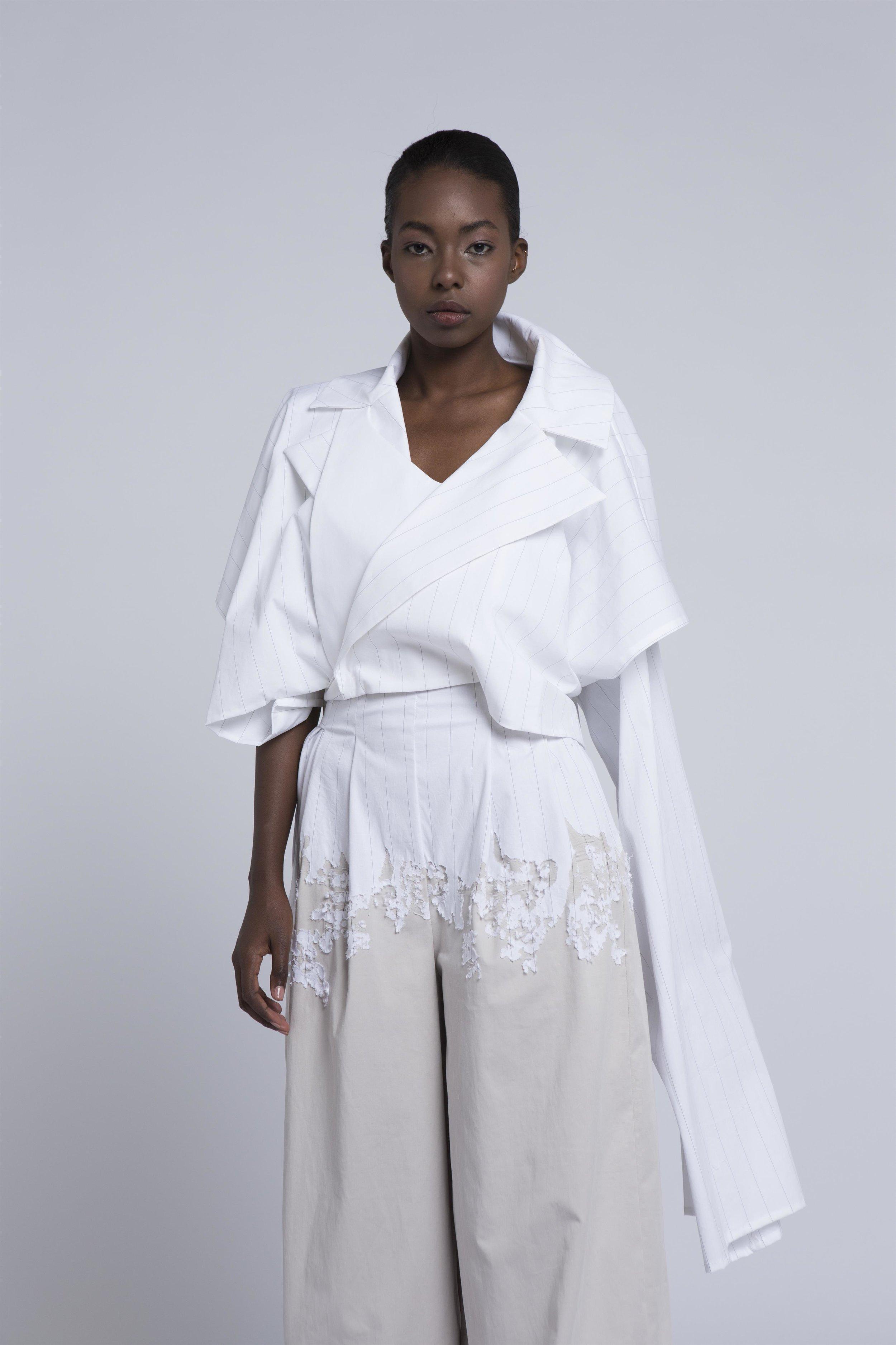איה גיל - Fair and squareהעיסוק בצורך להפחית את כמויות הפסולת אשר גורמת תעשיית האופנה, ובמיוחד עם התחזקות חברות 'אופנה מהירה' המעצימות את הבעיה, הוא מקור ההשראה לקולקציה המשלבת ג'ינסים ודיטליים מחויטים, מוטיבים משקיות פלסטיק, ופריטים הניתנים ללבישה על ידי שני המינים, תוך שילוב טכניקה יפנית עתיקה בשם 'בורו'