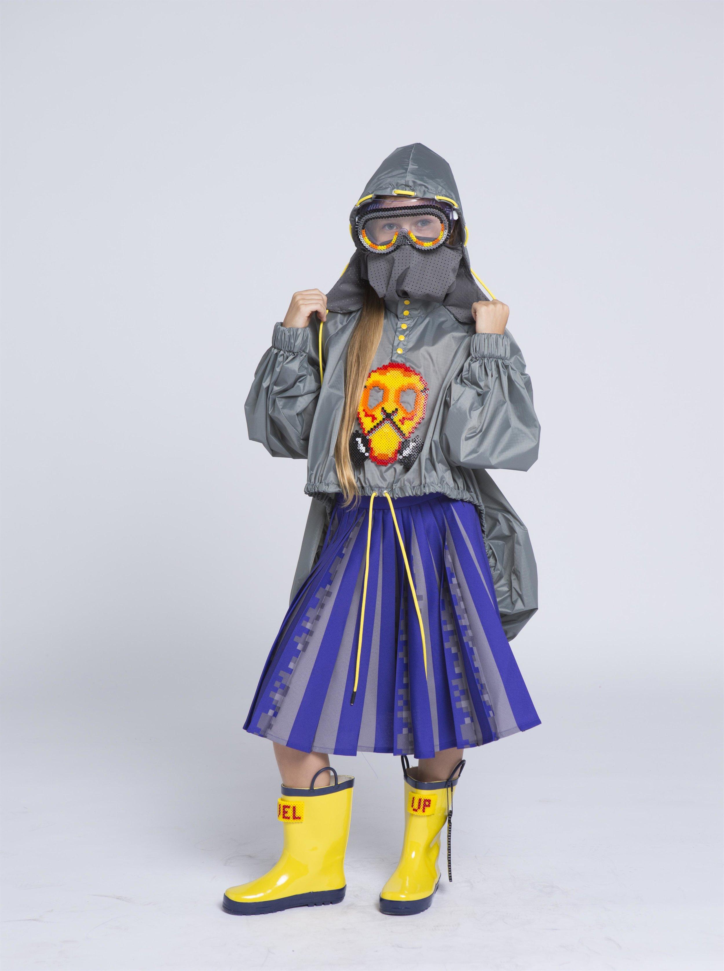 דפנה גולוב - 10110101 שחקן נכוןקולקציית ילדים המושאלים ממשחקי הווידאו הראשונים בשילוב ניילון עכשווי, רקמות של חרוזי גיהוץ והדפסים