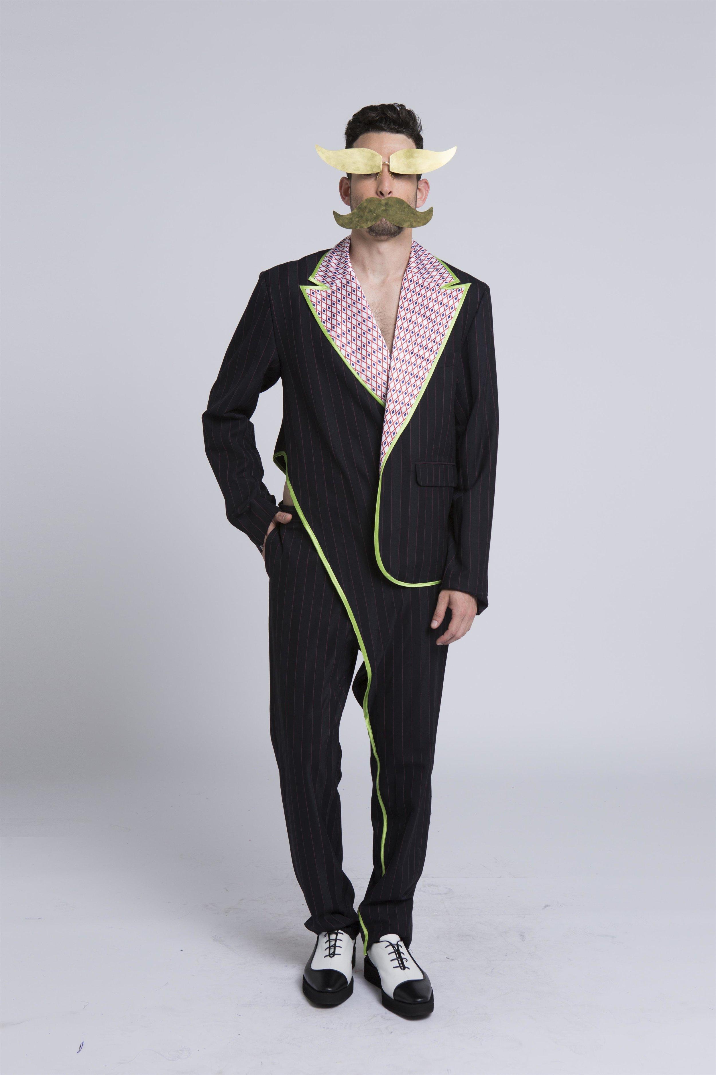 דור פיצ׳ון - מג'נוןקולקציה המציעה התבוננות שונה על העולם. כפרסי, טריפוליטאי, טורקי וגיי, החי ויוצר בתל אביב, הוא ערבב את עולמות התוכן האלה ויצר שפה חדשה לקולקציית בגדי גברים תוך שילוב שיטות מסורתיות של התעטפות בדים בלוב ובפרס, בשילוב ביגוד רחוב מתרבות הווגינג של שנות ה-90, והדפסים מקוריים בהשראת אומנות פרסית