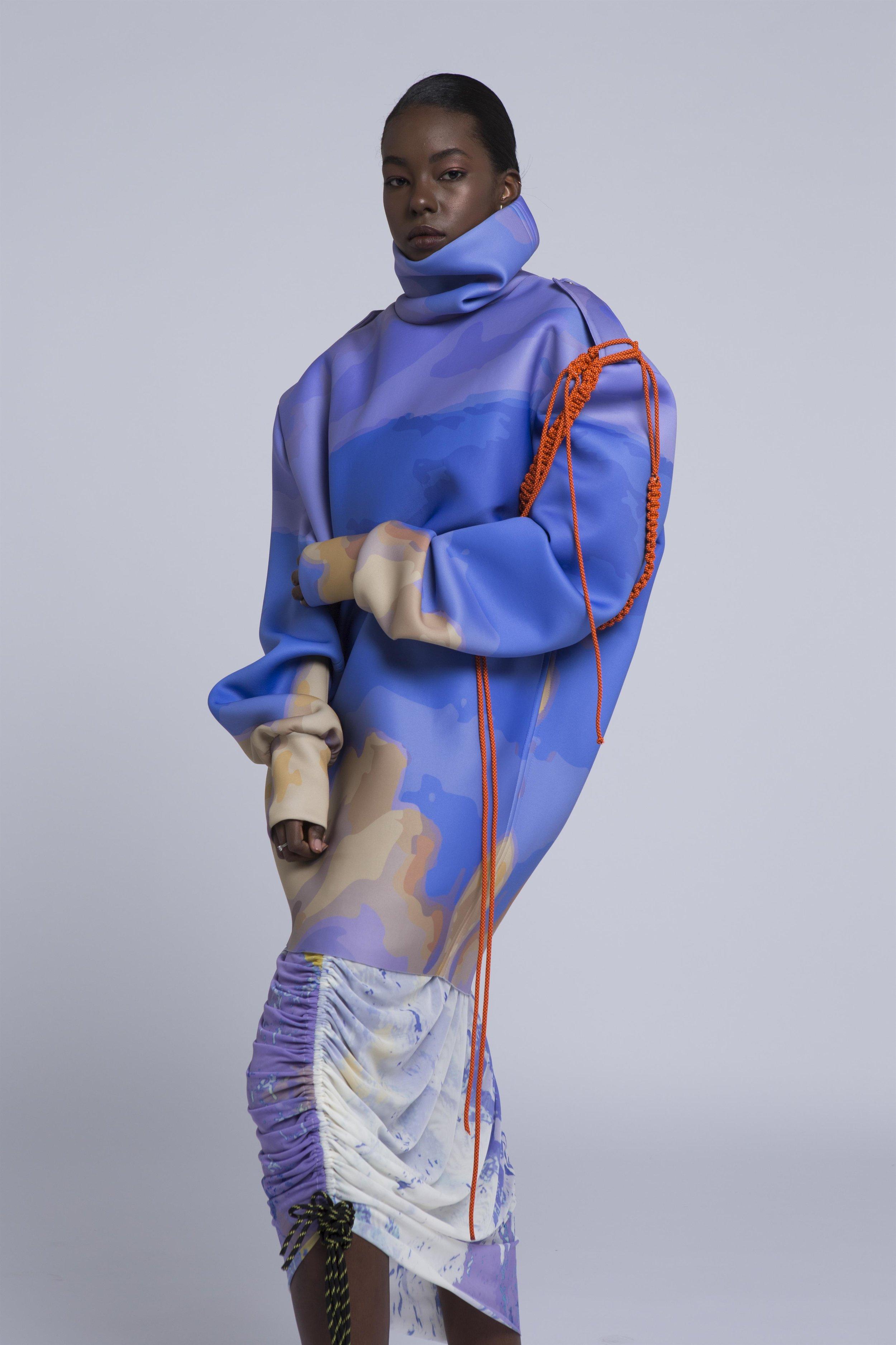 גלי ניר - התפכחותקולקציית בגדי נשים לבישה, המחפשת ליצור בתוכה רגע אוטופי כמעט בלתי אפשרי, שנוצר ממפגש של עולמות סותרים. גלי קיבלה את השראתה מסיפורו האישי של סבא שלה, ניצול שואה שעלה ארצה והפך מפקד וטייס