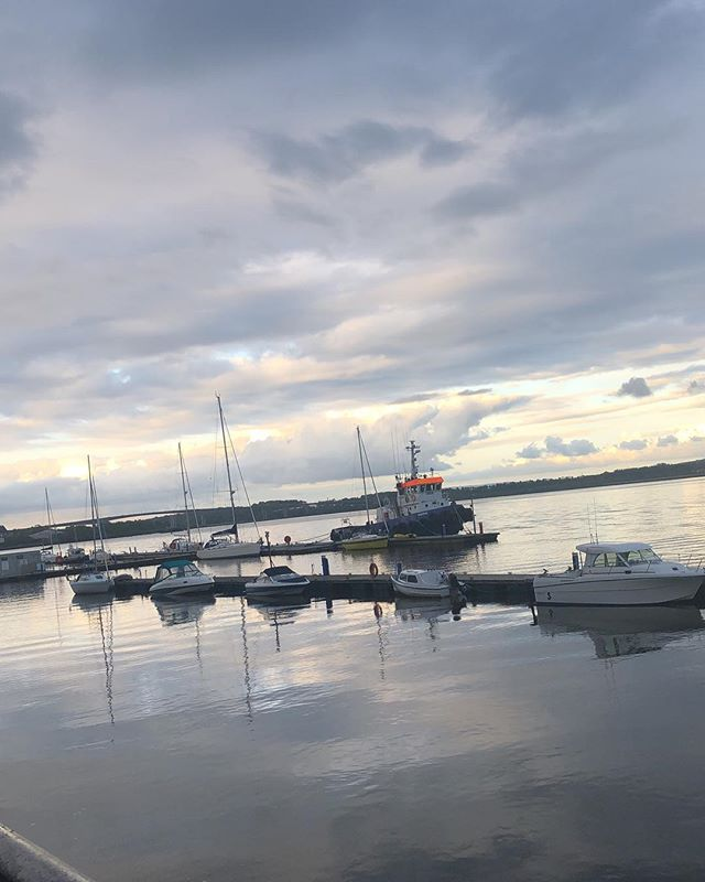 Amongst the rain, the sun decided to come out this evening. A perfect spring evening to enjoy the scenic views our city has to offer #RiverFoyle #Derry #Londonderry #Quay #OurFutureFoyle