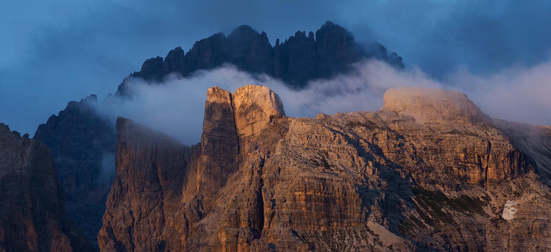 2 wandelaars op de top van de verlichte berg…Dolomieten zijn ook super met de telelens!